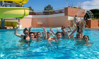 Nyd ferien ved pool eller strand