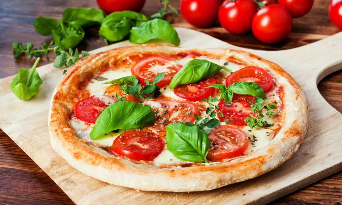 Pzza ved Camping Cisano og San Vito
