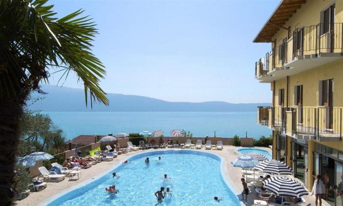 Swimmingpool paa Hotel Piccolo Paradiso ved Gardasoeen