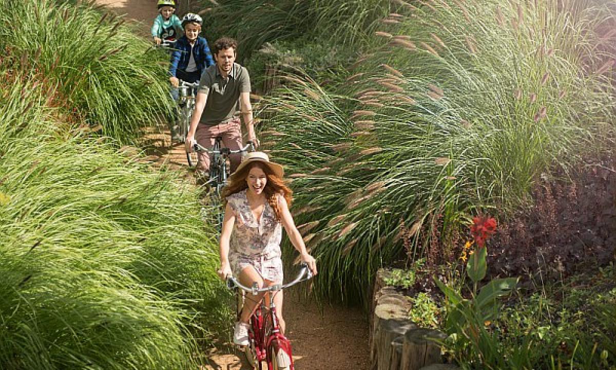 Villages Nature® Paris - Familie på cykeltur i Extraordinary Gardens
