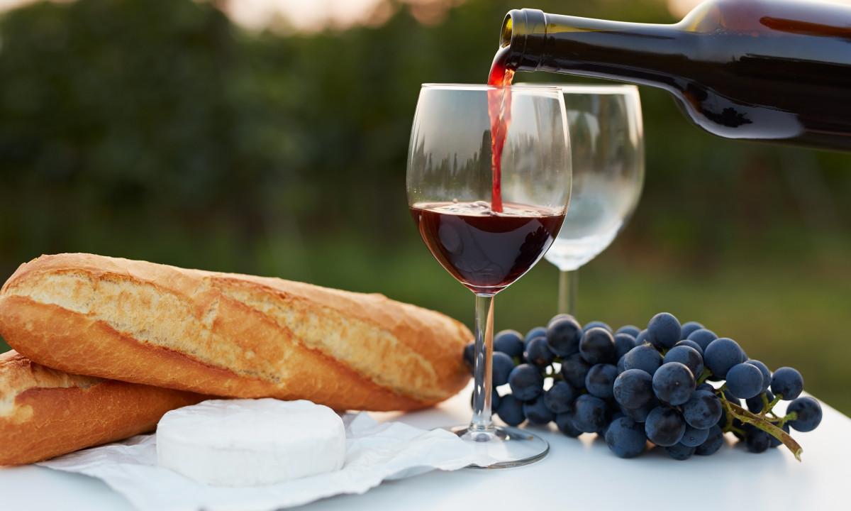 Fransk mad - Vin, vindruer og baguettes