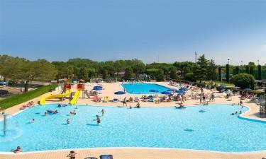 Stort poolområde på ferien