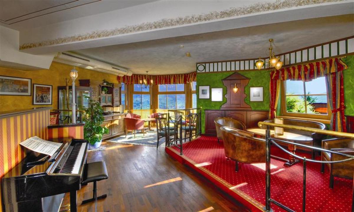 Piano bar og restauranter