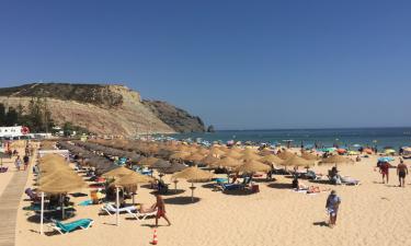 Piscine, plage et équipements sur place