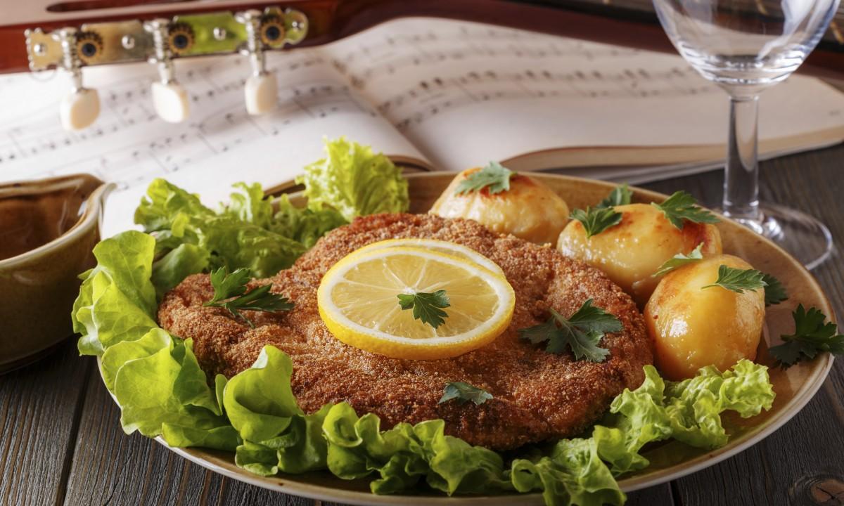 Wienerschnitzel og kartofler