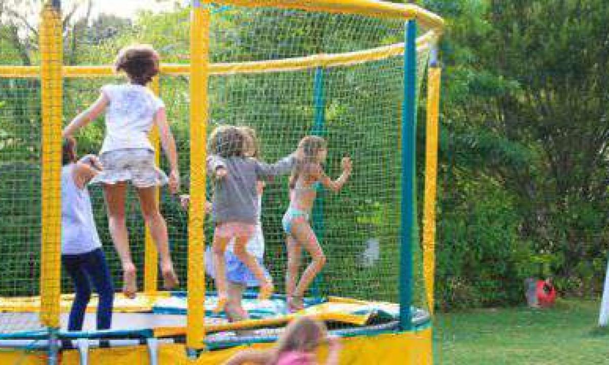 Hoppesjov i trampolinen