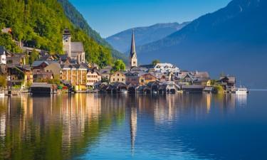 Salzburgerland i Oestrig - Landskab af soe og bjerge i baggrunden