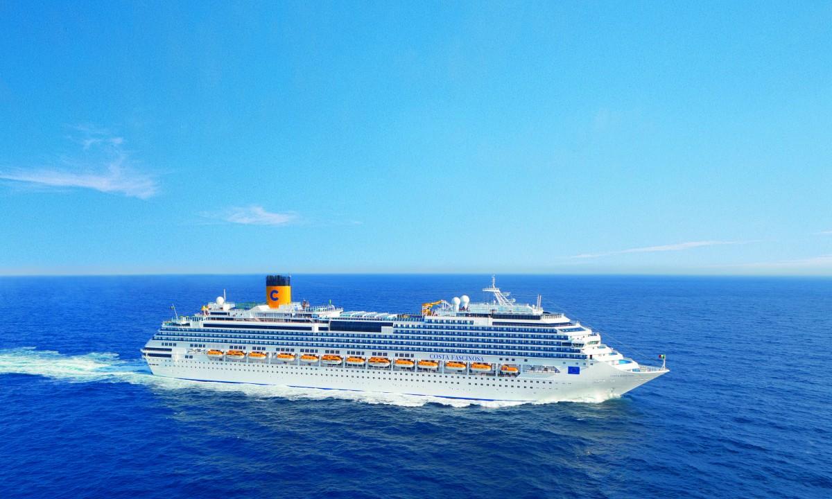 Costa Fascinosa - Skibet til havs set fra siden