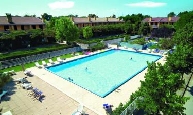 Villaggio dei Fiori - Ferielejligheder rundt om swimmingpoolen