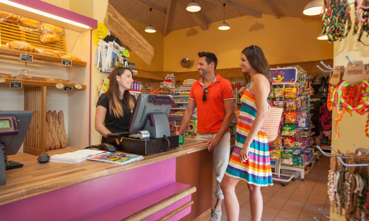 Indkøb i feriestedets butik
