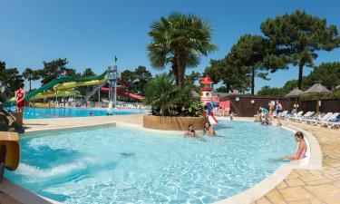 Kæmpe poolområde med masser plads!