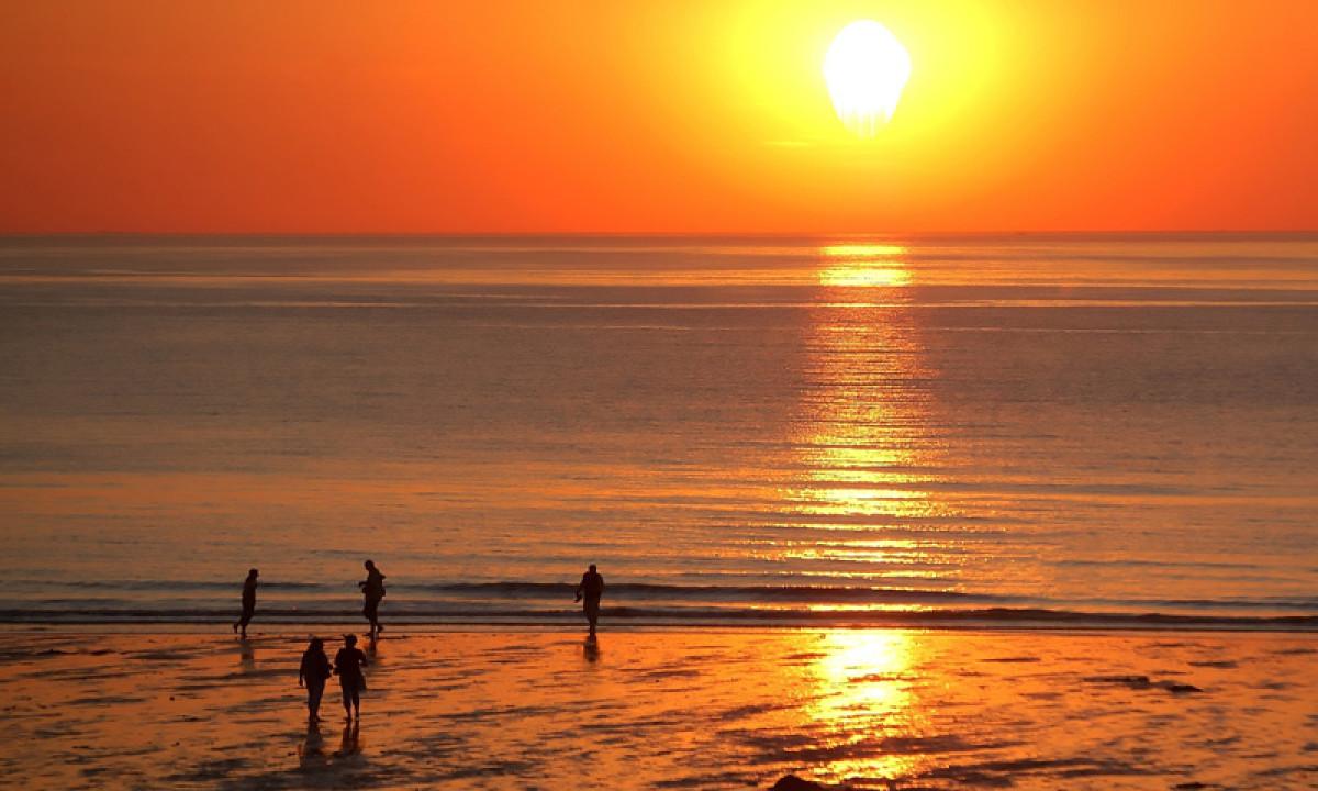 Solnedgang ved havet i Vestflandern