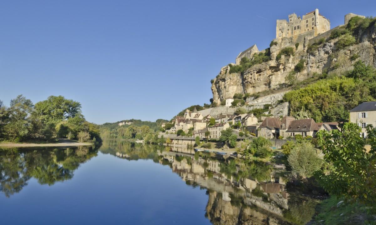 Flot i Dordogne naer Beynac slot