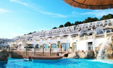 Hotel med pool og tæt på strand