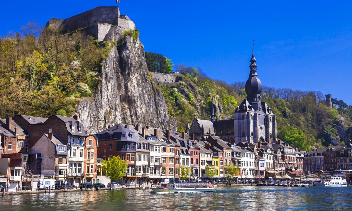 Ardennerne i Belgien - Bygninger ved soe