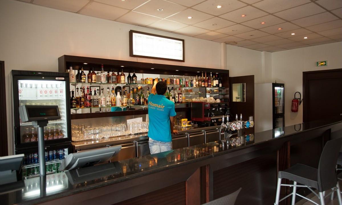 Feriestedets bar og restaurant