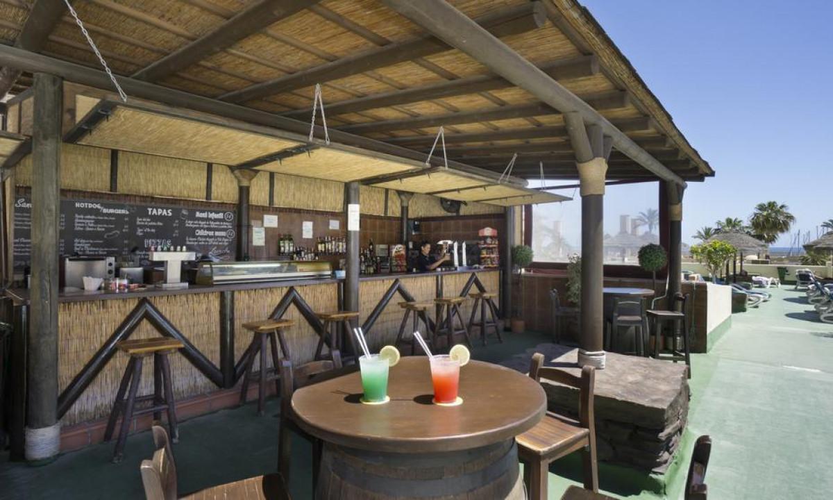 Pyr Fuengirola poolbar og drinks