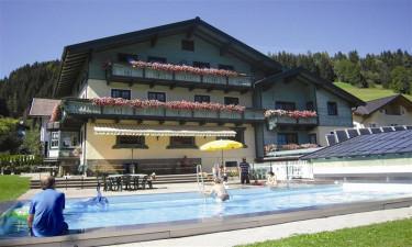Tannenhof - Pool med udsigt til bjergene
