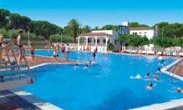 Skønt og idylliske poolområde samt nærliggende strand