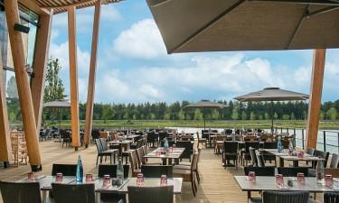 Les Bois aux Daims - Restaurant på feriestedet med søudsigt