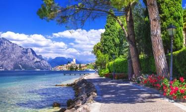 Sti ved Gardasoeen, Italien