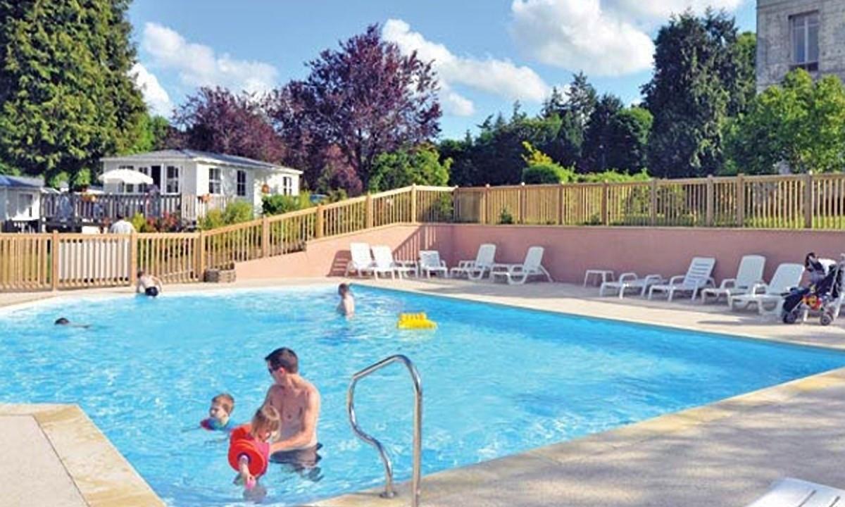 Feriestedets poolområde