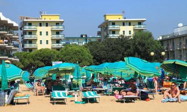 Skønne bademuligheder ved både strand og pool