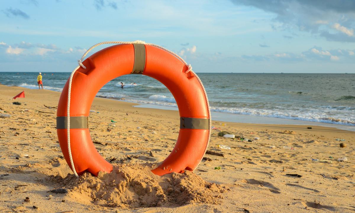 Strand - Redningskrans i sandet