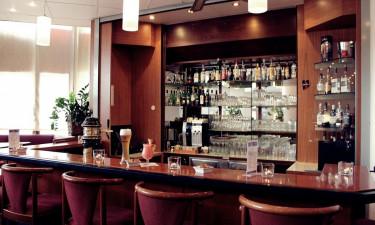Drikkelse og spise på hotellet