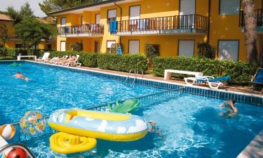 Dejligt poolområde og tæt ved strand