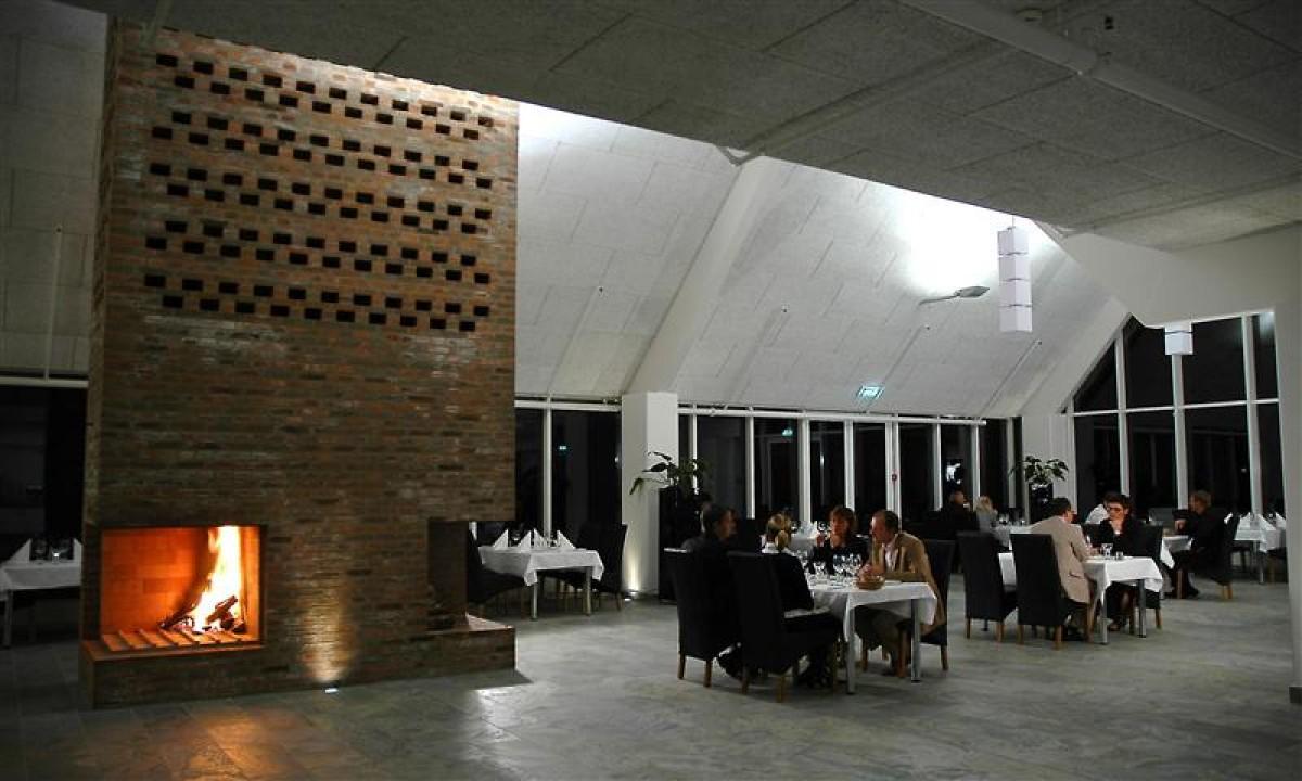 Roemoe Enjoy Resort - Restaurant med pejs