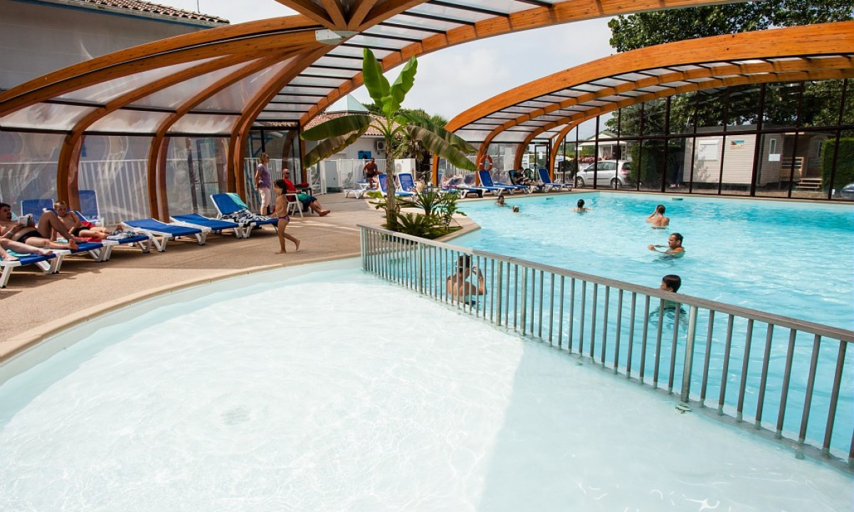 Svømmetur i den indendørs pool