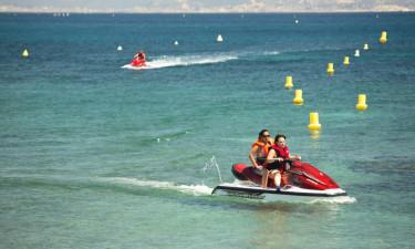 Pool og strand ved Middelhavet
