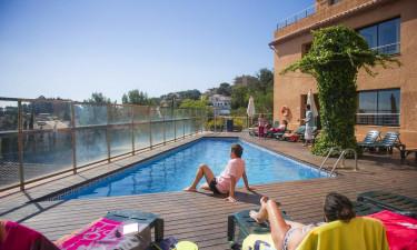 Swimmingpool og badestrand