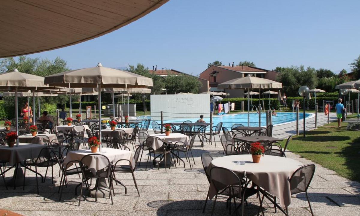 Restaurant med udsigt til pool paa Barbara