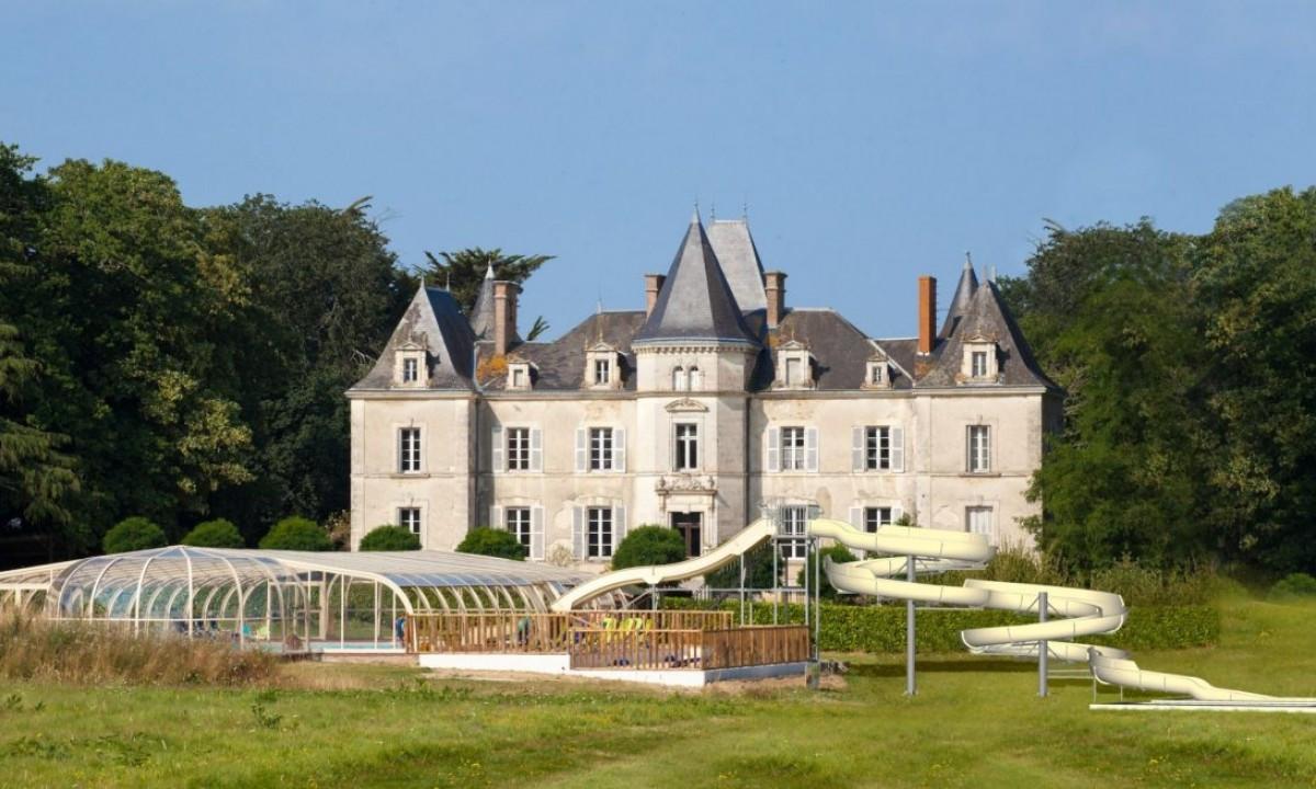 Pool og chateau