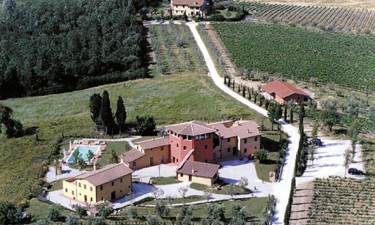 Borgo dei Lunardi omgivet af vinmarker