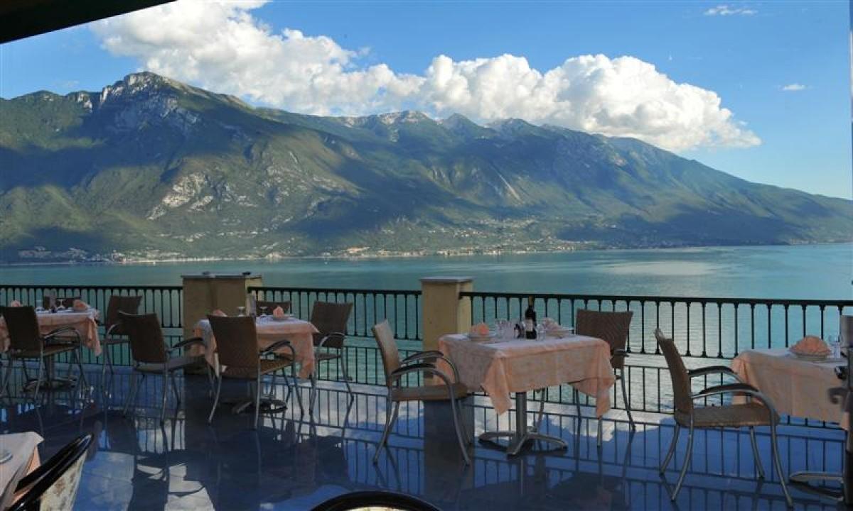 Udsigten fra Hotel La Limonaia til Gardasoeen, Italien