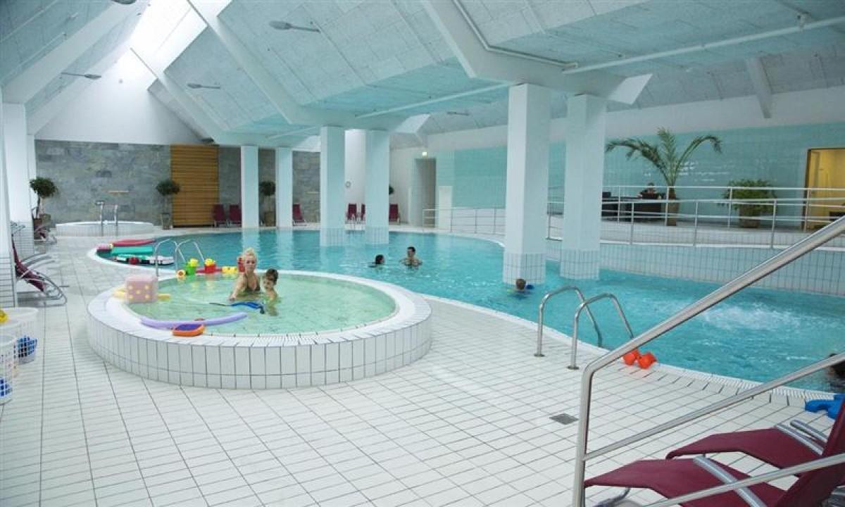 Indendoers swimmingpool i Roemoe Enjoy Resort