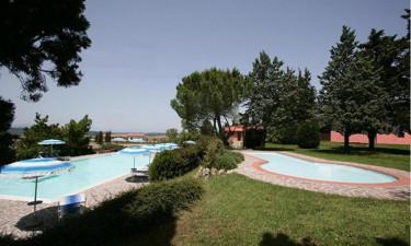 Feriestedets poolområde samt aktiviteter