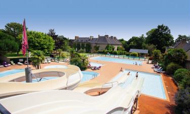 Inden- og udendørs poolområde
