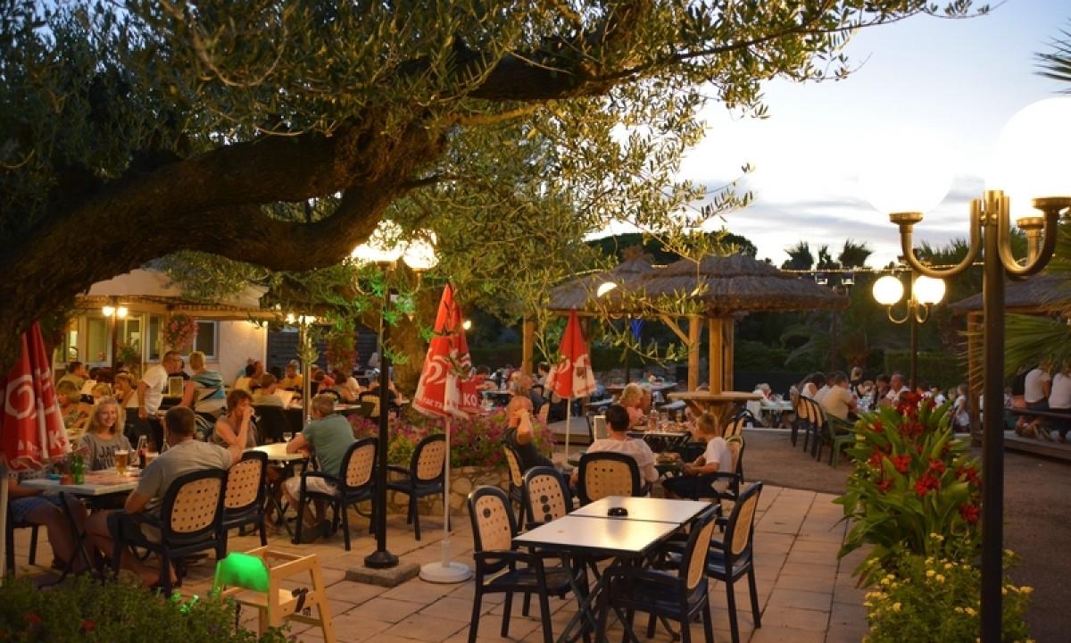 Restaurant paa Lei Suves