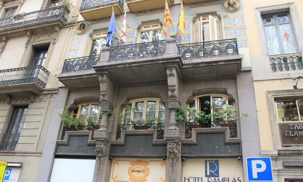 Hotellet set fra gaden