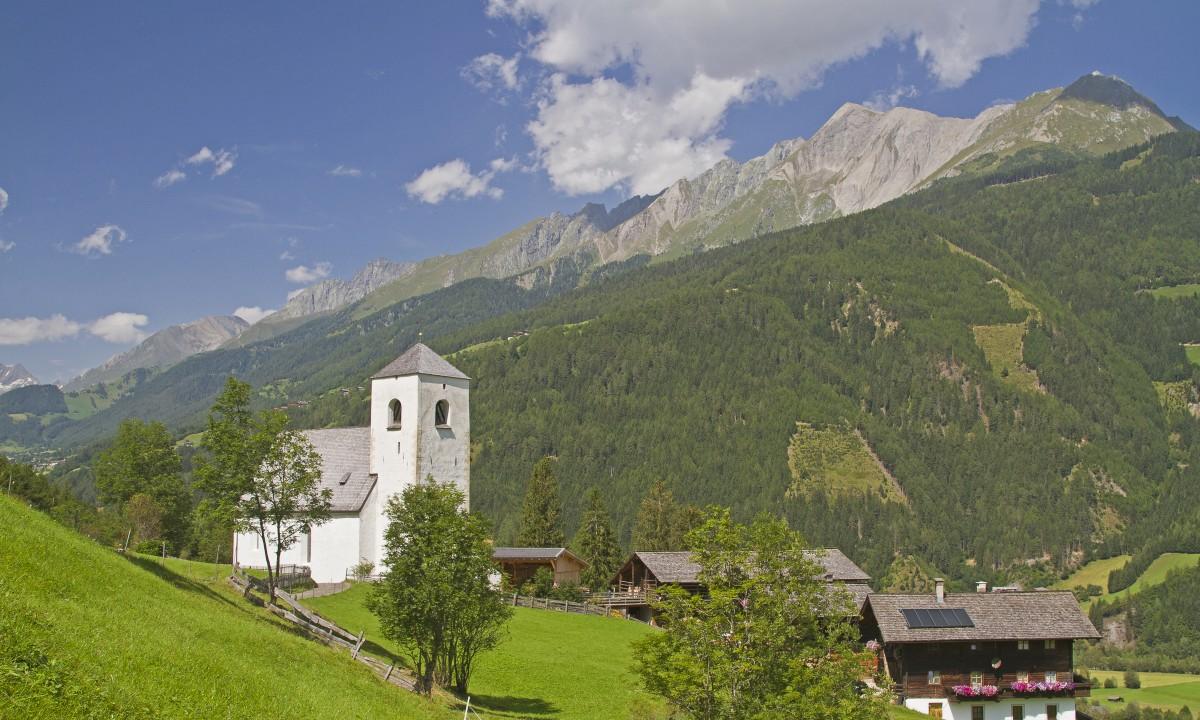 Kirke i Matrei om sommeren
