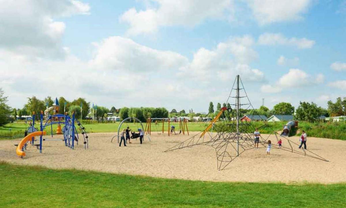 Stor legeplads til børnene