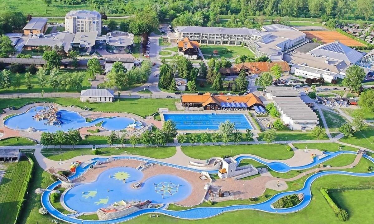 Terme Catez - Udendørs vandland med flere pools