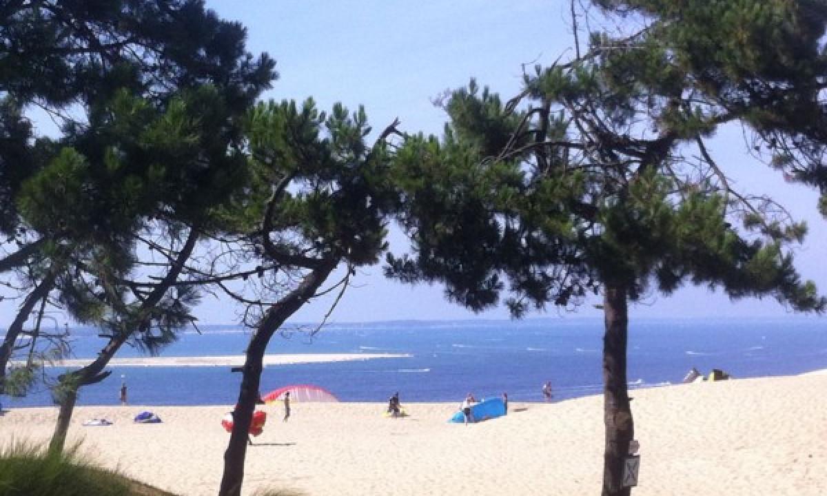 Stranden taet paa pladsen