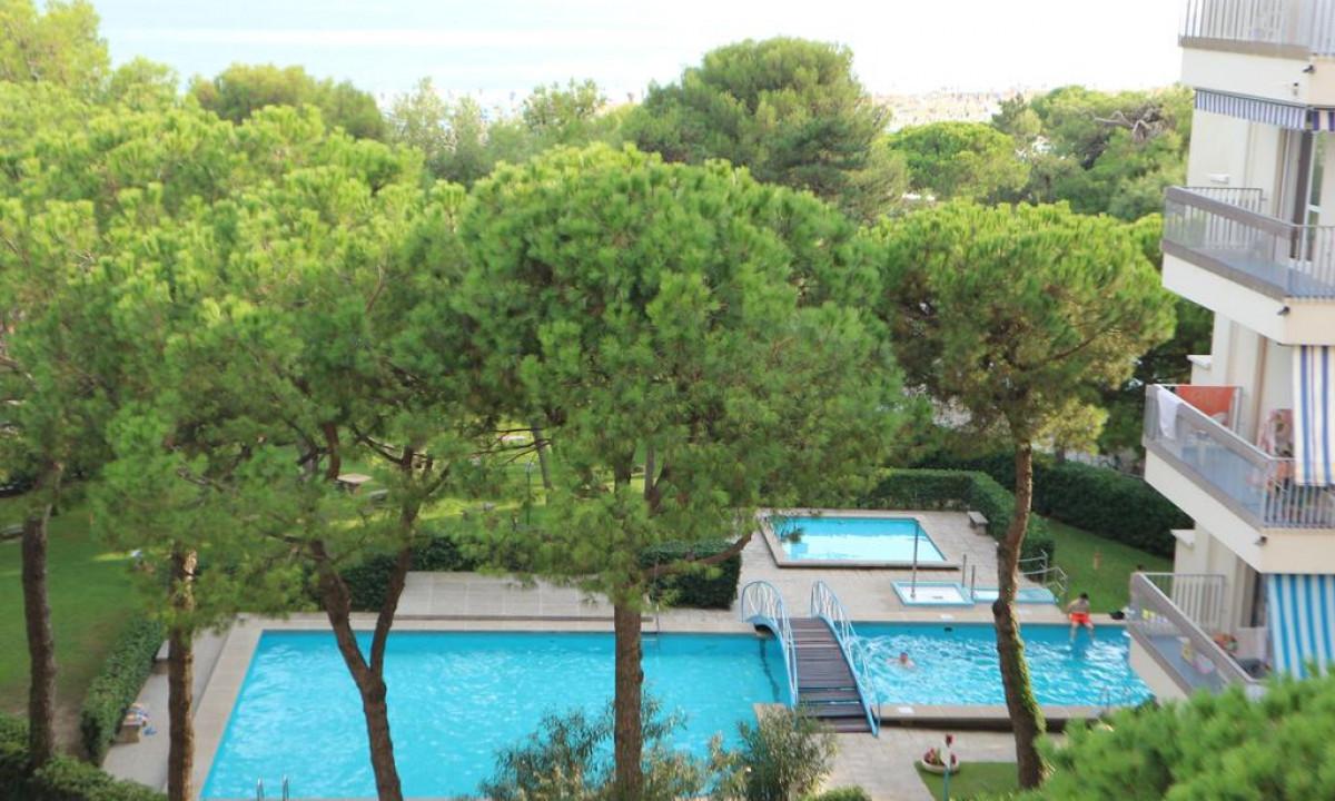 Marco Polo Lignano - Poolområde i grønne omgivelser