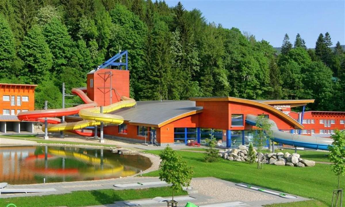 Spindl Aquapark - Udendørsarealet med sø og minigolf