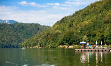 Sø i fantastisk naturområde